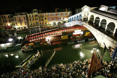 Cantieristica: Venezia, Quarto Ponte sul Canal Grande, di Santiago Calatrava, messa in opera